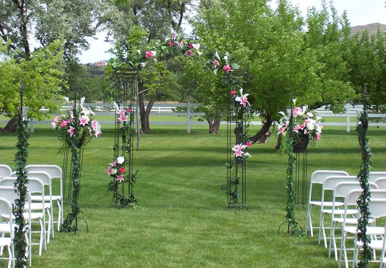 Outdoor Wedding Ideas: Wedding Backdrops, Backgrounds, Decorations, Columns